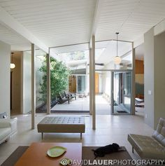 courtyard in Cliff May style cali ranch house