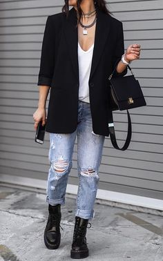 Classy Winter Outfits, Cute Comfy Outfits, Business Casual Outfits, Casual Winter Outfits, Winter Fashion Outfits, Rocker Look, Rocker Style, Dr. Martens, Dr Martins Outfit