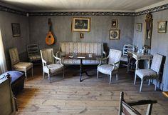 Gustavian interior.  www.kuriositeettikabi.net/numero12/saloluoma.html
