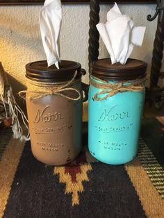 Mason Jar Crafts – How To Chalk Paint Your Mason Jars - Unfurth Mason Jar Projects, Mason Jar Crafts, Mason Jar Diy, Painted Flower Pots, Floating Shelves Diy, Mason Jar Lighting, Wine Bottle Crafts, Diy Projects To Try, Decoration