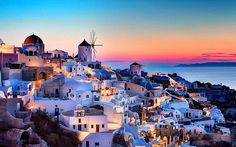 Oia Village is world famous for its sunsets ✔️ Just Wowwww ✨ Pic by Unknown . . . #naturalplease#tourism#wanderlust#travel#traveling#instatraveling#turismo#viagem#travelgram#vacation#photooftheday#picoftheday#life#cool#awesome#amazing#destination#inspo#lifestyle#paradise#wellness#greece#santorini#island#sunset#sunsetlovers#village#europe#landscape#view