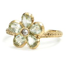Early Victorian Chrysoberyl Daisy Ring, c. 1840; bezels of 9k yellow gold with 15k yellow gold beaded shank