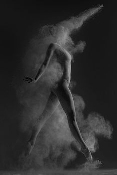 Sandstorm by Alexander Yakovlev on Dance Photography Poses, Dance Poses, Underwater Photography, Creative Photography, Portrait Photography, Photography Couples, Alexander Yakovlev, Photographie Portrait Inspiration, Dance Pictures