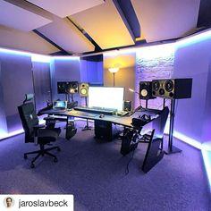 Check out the Music Production Desk Studio Desk Gallery at StudioDesk. Our custom Music production desk furniture use for the home or professional studios. Music Studio Decor, Home Recording Studio Setup, Home Studio Setup, Home Studio Music, Studio Ideas, Instru Rap, Music Desk, Tv Set Design, Gaming Room Setup