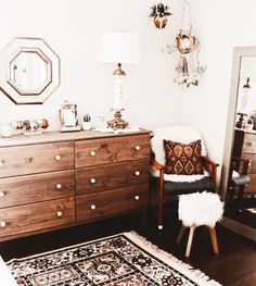 mid century | chest of drawers | fluffy | mirror | wood | white
