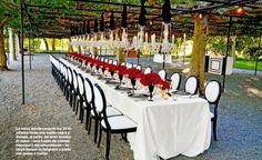 Boda de Luis Fonsi y Águeda López. La mesa donde cenaron los 25 invitados tenia una vajilla negra y dorada, al estilo del Gran Gatsby. El menú - una fusión de comida francesa y estadounidense - Incluyó bisque de langosta y pasta con queso y trufas