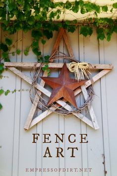 25 Creative Ideas For Garden Fences Creative garden art junk and decor ideas for fences. The post 25 Creative Ideas For Garden Fences appeared first on Garden Easy. Diy Garden Projects, Garden Crafts, Diy Garden Decor, Yard Art Crafts, Outdoor Projects, Vintage Garden Decor, Vintage Gardening, Outdoor Garden Decor, Outdoor Art