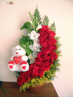 Get best price flowers for Oman offers same day flower delivery for Oman at very low rates. We send flowers to all cities and all flowers are delivered at right time. Beautiful Flowers Wallpapers, Beautiful Rose Flowers, Red Flowers, Valentines Day Baskets, Valentines Flowers, Ikebana Flower Arrangement, Rose Arrangements, Online Flower Delivery, Valentine Decorations