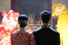 Though weddings all over the world are becoming more modernized, there is one type that is particularly steeped in history and tradition: Chinese weddings. Chinese Wedding Dress Traditional, Ballrooms, Wedding Games, Chinese Culture, Tea Ceremony, Industrial Wedding, Engagement Gifts, Family Gifts, Celebrity Weddings