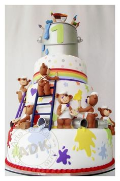 Gorgeous and adorable cake! So cute! We totally love and had to share! #GreatCakeDecorating Bears painting a #Cake by Arte da Ka.  Portugese sight. Bolo ursos pintores -