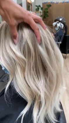 Blonde Layered Hair, White Blonde Hair, Blonde Hair Shades, Blonde Hair Looks, Balayage Hair Blonde, Best Blonde Hair, Blonde Hair For Summer, Blonde Hair Without Bleach, Bleached Blonde Hair