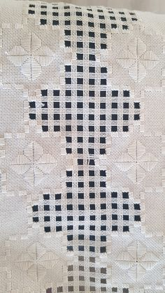 Hardanger Embroidery, Bargello, Rugs, Decor, Cross Stitch Quotes, Straight Stitch, Ideas, Embroidery Stitches, Embroidery
