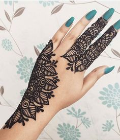 After getting a simple arabic mehndi designs on the hands you will place to know how different and stylish are they.These designs are eid gift for you. New Henna Designs, Simple Arabic Mehndi Designs, Beginner Henna Designs, Modern Mehndi Designs, Mehndi Designs For Hands, Henna Tattoo Designs, Mehandi Designs, Palm Mehndi Design, Beautiful Mehndi Design