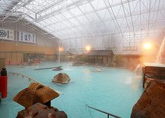 A giant garden bathhouse that is as large as a 25-meter swimming pool. Thirteen types of unique baths are dotted around the bathhouse. >>