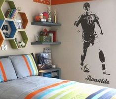 Figuring out teenage bedroom decorating ideas can be a big task for adults. Teenage bedrooms should look fresh, clean and … Preteen Boys Room, Boys Football Bedroom, Teen Girl Bedrooms, Rooms For Boys, Bedroom Boys, Teenage Room, Boys Room Decor, Boy Room, Kids Room