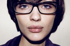 face-girl-glasses-short-hair-beautiful.jpg (480×319)