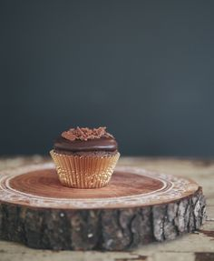 Make-ahead, mocha devil's food cupcakes with shiny, perfect dark chocolate ganache. Baking Cupcakes, Cupcake Recipes, Baking Recipes, Cupcake Cakes, Dessert Recipes, Desserts, Dessert Ideas, Drink Recipes, Dinner Recipes