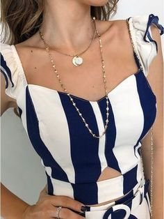 Cropped- Listra Serena Blouse Styles, Blouse Designs, Outfits For Teens, Summer Outfits, Costura Fashion, Beachwear Fashion, Couture Tops, Fashion Sewing, Elegant Outfit