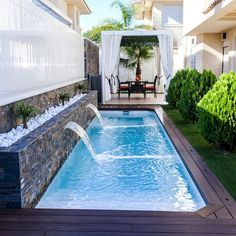 Stunning Small Backyard Designs Ideas With Pool atemberaubende kleine Hinterhof Designs Ideen mit Pool Small Backyard Design, Backyard Pool Designs, Backyard Privacy, Small Backyard Landscaping, Patio Design, Backyard Patio, Backyard Ideas, Landscaping Ideas, Small Backyard With Pool