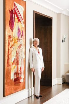 Furnishings mogul Holly Hunt's Chicago apartment showcases choice pieces from her namesake company's collections against striking works of blue-chip art