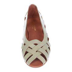 Doreen Safari | Shop at Onyva.ch ° #shoes #lagarconne #shuhe #summershoes #onyva #fashion #design #shoedesign #cuteshoes #safari #madeforwalking #zurich #switzerland #onlinestore