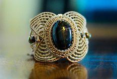 fiber art. Macrame Bracelet Blue tiger eye por AdiVardiJewelry