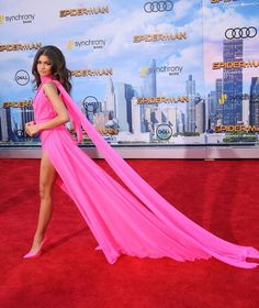 Zendaya looks beautiful in hot pink gown