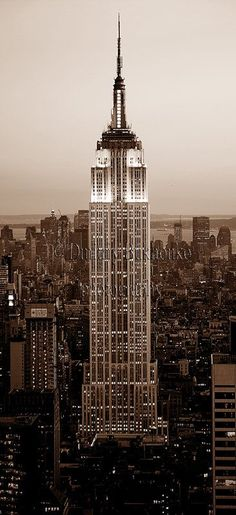 Empire State Building Manhattan Photography New York Photography NYC Wall Art Fine Art Home Decor Gift Idea Housewarming Gift Empire State Building, City Aesthetic, Travel Aesthetic, Aesthetic Vintage, Aesthetic Girl, Building Aesthetic, Urban Aesthetic, Photographie New York, Voyage New York