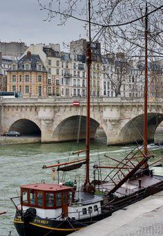 Paris by the Seine.  Inspiration for short stories . Madeleine Ruh . Smashwords