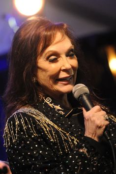 Loretta Lynn shows us how it's done at the 44th annual CMA Awards on Nov. 10, 2010.