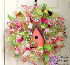 Spring-or-summer-deco-mesh-wreath-with-birdhouse