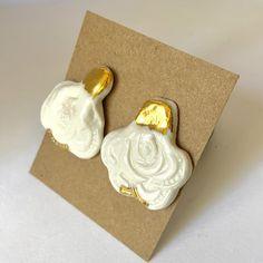 White porcelain rose drops with 18 carat gold on nickel free posts. 1 Rose, Ceramic Studio, Porcelain Jewelry, Carat Gold, White Porcelain, Ceramics, Shapes, Handmade, Ceramica