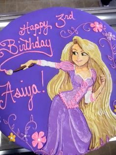 This Tangled cake is insane... fondant free- the decorating was done in frosting by hand!
