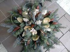 Výsledek obrázku pro dušičková vazba Xmas Wreaths, Autumn Wreaths, Christmas Flowers, Christmas Decorations, Holiday Decor, Funeral Sprays, Cemetery Decorations, Fall Arrangements, Diy Wreath