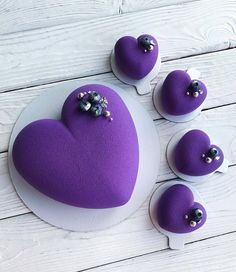 The most beautiful Valentine's Day dessert cake in Valentine's Day is coming, that day, in addition to love, there is a constant theme – Dessert Cake – Page 13 of 67 – zzzzllee Purple Love, All Things Purple, Shades Of Purple, Deep Purple, Purple Stuff, Heart Cakes, Purple Themes, Valentines Day Desserts, Heart Wallpaper