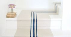20 inspirations originales pour la décoration de son escalier : peinture, aménagement, solutions gain de place... Decoration, Stairs, Place, Table, Beige, Furniture, Home Decor, Home Ideas, Dekoration