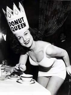 Donut Queen (pin up girl)