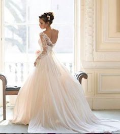 A great way to start your Saturday off, with this stunning Naomi Neoh's 2014 Gown- Love-Love how it flows-Xxoo #weddinggowns