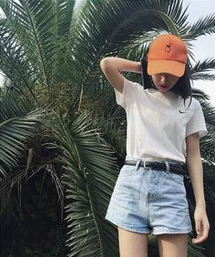 Style, although i might have chosen an other color for the cap Kpop Fashion, Asian Fashion, Love Fashion, Fashion Outfits, Womens Fashion, Ulzzang, Busan, Seoul, Got7