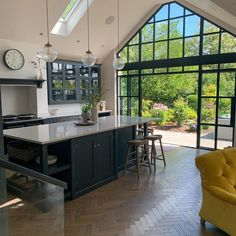 Open Plan Kitchen Living Room, Home Decor Kitchen, Home Kitchens, Open Kitchen, Design Kitchen, House Extension Plans, House Extension Design, Farmhouse Kitchen Inspiration, Küchen Design
