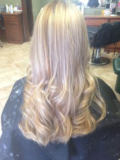 pretty pearly blonde hair color // highlights