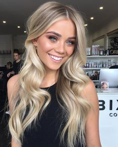 Charming Blonde Hair Ideas for Long Hair Blonde Hair Looks, Honey Blonde Hair, Ash Blonde, Girls With Blonde Hair, Highlighted Blonde Hair, Blonde Long Hair, Long Blonde Hairstyles, Beachy Blonde Hair, Pastel Blonde