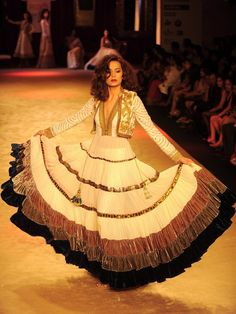 um yes  I WANT  the jacket is gorg with the the anarkali