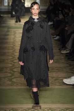View the complete Simone Rocha Fall 2017 ready-to-wear collection.