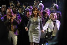"""Dirigentes y funcionarios destacan el """"liderazgo"""" de la Presidenta"""