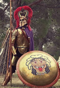Recreation of the magnificent super-heavy bronze armour of an Archaic hoplite. The panoply of the time covered the warrior from head to toe, Century BCE. Greek History, Roman History, Ancient History, Greek Warrior, Viking Warrior, Greco Persian Wars, Greek Soldier, Ancient Armor, Larp Armor