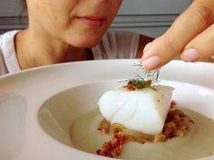 Spaghetti Etiquette in Italian Food Restaurant Recipes, Seafood Recipes, Gourmet Recipes, Menu Restaurant, Seafood Buffet, Seafood Dinner, Seafood Bisque, Fish Dishes, Healthy Baking