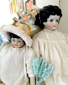 Sweet china doll sisters! thechildspaper.blogspot.com