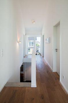 Haus L. - zentraler Flur OG mit Luftraum bis unter die Dachschräge - stkn architekten ähnliche tolle Projekte und Ideen wie im Bild vorgestellt findest du auch in unserem Magazin