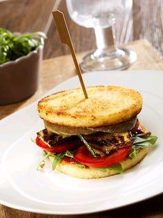 Hamburger z warzywami i plastrami kuskusu <3